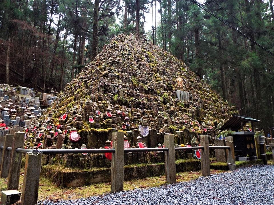 Mont Koya – Okuno-in, le cimetière aux 200 000 pierres tombales