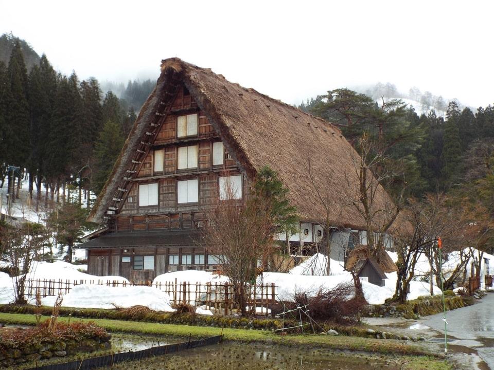 Shirakawa-gō – Maisons traditionnelles aux toits de chaume
