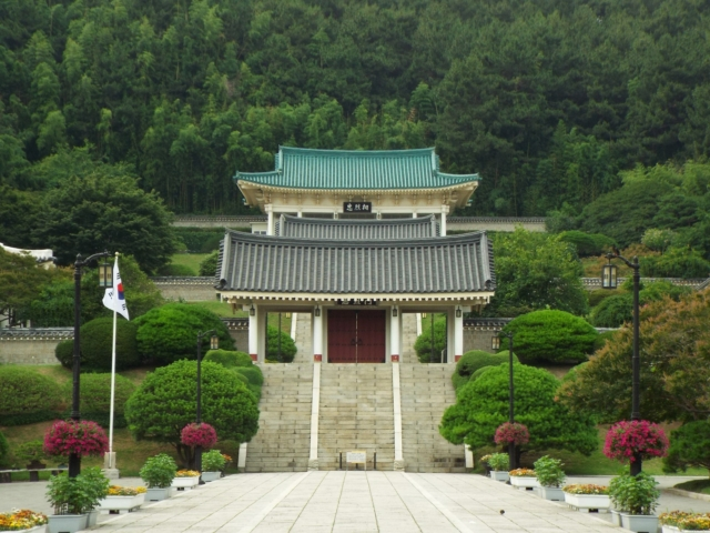 Busan - Chungnyeolsa