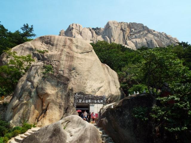 Sokcho - Seoraksan : Le temple Gyejoam & Le rocher Heundeulbawi